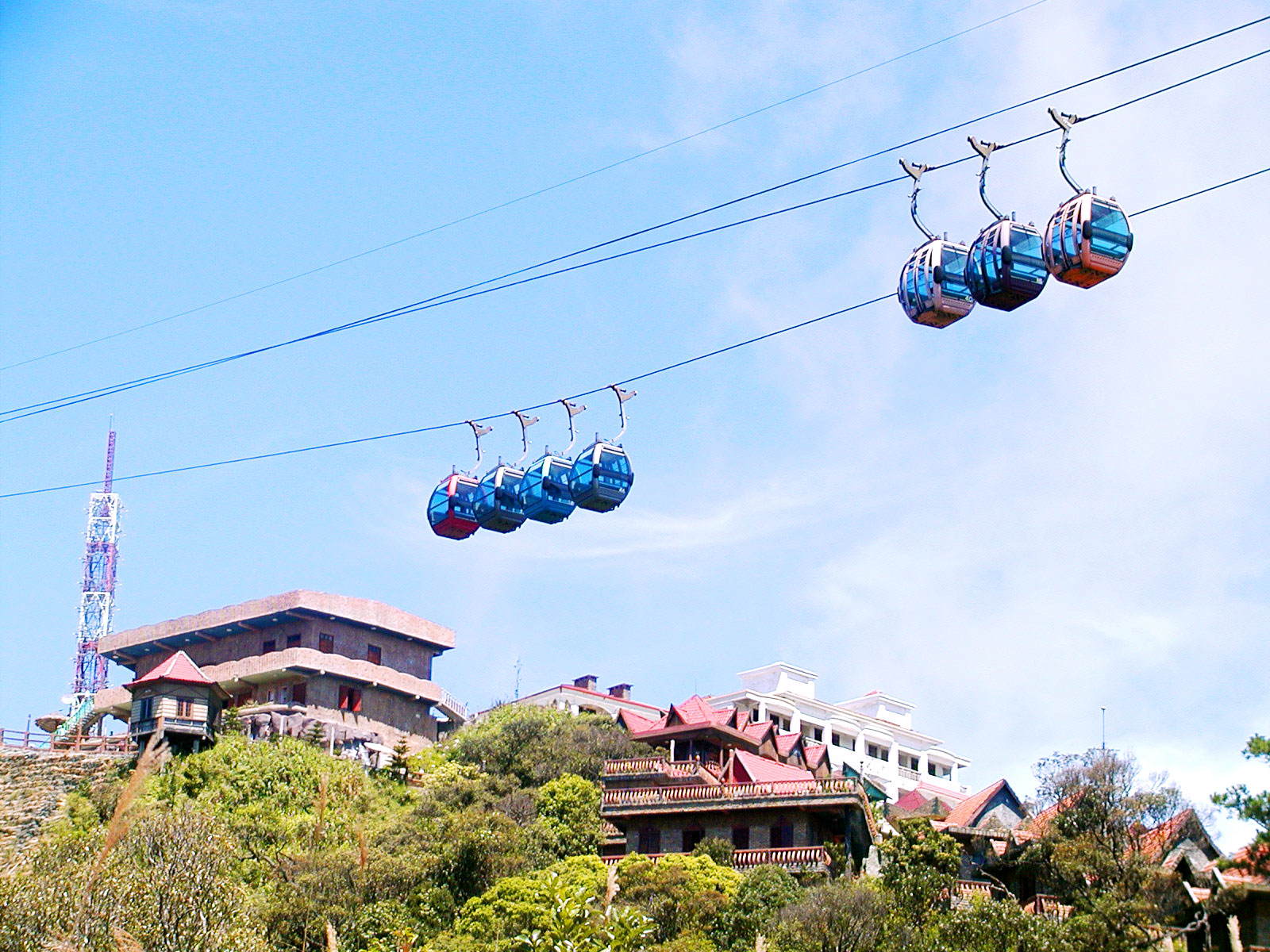 the longest and non-stoppable cable car