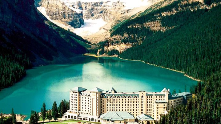 stunning lake in Alberta