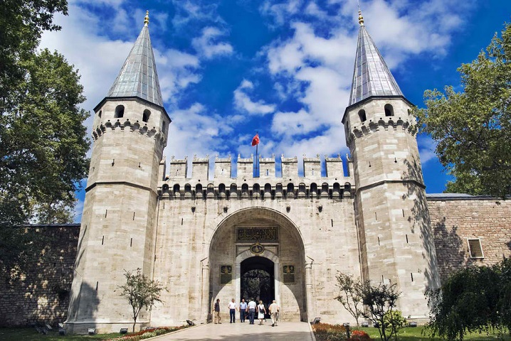 Royal Palaces Around The World