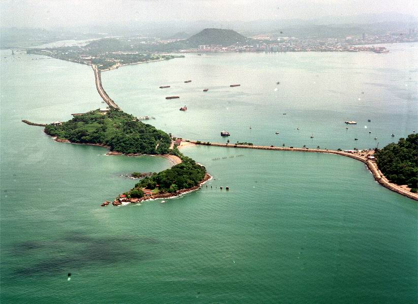 connects the islands by the entrance to the Panama Canal to the mainland