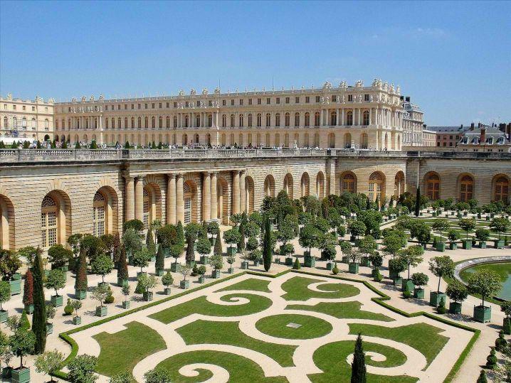 spectacular royal château